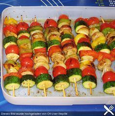 Ilumina espetos de legumes do forno - Rezepte - Hcg Diet Recipes, Oven Recipes, Healthy Recipes, Vegetable Skewers, Toasted Pumpkin Seeds, Convenience Food, Food Items, Food Pictures, Finger Foods