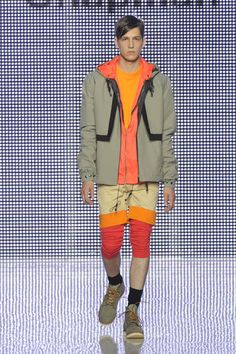 the emphasis here is in the upper body due to the bulkiness of the jacket and the contrasting grey colour.
