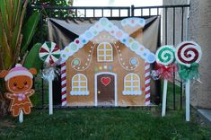 Create an Adorable Christmas presentation with your choice of Candyland theme Ginger Bread or Elf House background. There are durable grommets on all four corners of the banner. The Vinyl banner is weather resistant and UV protective Gingerbread Christmas Decor, Gingerbread House Parties, Outside Christmas Decorations, Easy Christmas Crafts, Christmas Projects, Christmas Fun, House Party Decorations, Homemade Decorations, Christmas Program