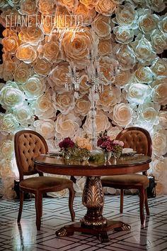 Painel de flores de papel crepom italiano Dining Chairs, Painting, Furniture, Home Decor, Art, Crepe Paper Flowers, Wedding Event Planner, Colors, Paper Flower Tutorial