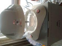 150,00€ · Purificador de aire Minihyla a estrenar · Vendo Mini Purificador de Aire HYLA es un sistema de purificación que utiliza el agua como único filtro natural. Su efecto de centrifugación consigue que la suciedad, el polvo, los gases y los alérgenos queden atrapados en este purificador de diseño. Incluye cromoterapia, con hasta 7 colores rotativos, ideales como luz de noche y ambiental. Regula la humedad, y además, tiene opción de aromaterapia. Este minipurificador está indicado para…