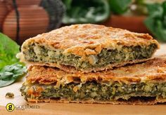 The Erbazzone (Scarpazzone) is a savory pie typical of Emilia Romagna, more specifically of Reggio Emilia. Quiches, Greek Recipes, Pie Recipes, Recipies, Cypriot Food, Bette, Greek Cooking, Recipe Steps, Smoked Bacon