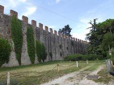 As muralhas medievais da cidade de Pisa