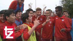 awesome  #Bayern #boateng #fc #FCBayernMunich(FootballTeam) #flüchtlingen #Football(Interes... #ippen #ippengruppe #jérôme #JérômeBoateng(FootballPlayer) #kicken #mit #Müller #thomas #ThomasMüller(AwardWinner) #tzonline #tzonline #und FC Bayern: Thomas Müller und Jerome Boateng kicken mit Flüchtlingen http://www.pagesoccer.com/fc-bayern-thomas-muller-und-jerome-boateng-kicken-mit-fluchtlingen/