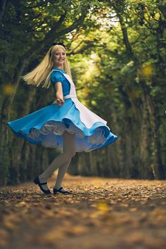 Alice from Alice in Wonderland cosplay by Kessui Cosplay photo by Wichteli's Wonderland Alice Cosplay, Alice Costume, Cute Cosplay, Cosplay Dress, Cosplay Girls, Cosplay Costumes, Alice In Wonderland Characters, Alice In Wonderland Costume, Disney Princess Cosplay
