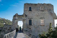 6 borghi d'Italia da visitare assolutamente!   Ti chiamo quando torno Trekking, Camper, Mansions, Architecture, House Styles, Places, Travel Ideas, Home Decor, Trips