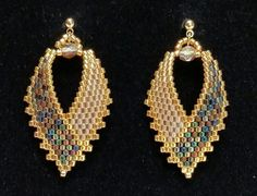 Russian Leaf Earrings, TUTORIAL, done in brick stitch - Boucles Doreilles Seed Bead Jewelry, Seed Bead Earrings, Leaf Earrings, Diy Earrings, Beaded Jewelry, Seed Beads, Hoop Earrings, Bead Earrings, Beaded Bracelets