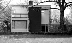 Walter Gropius, founder of the Bauhaus and head of Harvard's Graduate School of Design, built this house for himself and his family in Lincoln, Massachusetts in 1938 view LARGE for detail Classical Architecture, Facade Architecture, Historical Architecture, Residential Architecture, Parametric Architecture, Drawing Architecture, Architecture Portfolio, Landscape Architecture, Walter Gropius