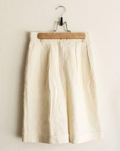 Short en lin Vintage taille haute par TLVBirdie sur Etsy https://www.etsy.com/fr/listing/270188845/short-en-lin-vintage-taille-haute
