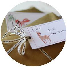 Masse skønne til og fra kort med smukke og sjove julemotiver. Til og fra kortene er lige til at printe ud ganske gratis og bruge som gavemærker på julegaverne. Kik listen igennem, vælg de til og fra kort du allerbedst...