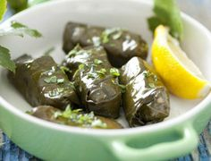 Kάνετε δίαιτα ή προσπαθείτε να μείνετε στα κιλά σας; Έχετε βαρεθεί τις σούπες και τα νερόβραστα κολοκύθια; Σας προτείνουμε 15 νόστιμα ολιγοθερμιδικά πιάτα με ξεχωριστές συμβουλές για το καθένα. Καλή όρεξη. H ελληνική κουζίνα είναι ιδιαίτερα πλούσια. Περιλαμβάνει ποικιλία φαγητών που μπορούν να ικ… Kάνετε δίαιτα ή προσπαθείτε να μείνετε στα κιλά σας; Έχετε βαρεθεί …