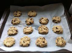 Gezonde havermout koekjes (2 ingrediënten!) - Kookles Thuis Healthy Cake, Healthy Sweets, Healthy Baking, Healthy Snacks, Diabetic Snacks, Keto Snacks, Tomate Mozzarella, Kid Desserts, Gluten Free Cookies