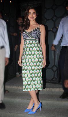 Alia Bhatt in a Monisha Jaising dress, Manolo Blahnik pumps and Anya Hindmarch clutch bag. The Week In Style Party Fashion, Teen Fashion, Fashion Ideas, Bollywood Fashion, Bollywood Actress, Aalia Bhatt, Alia And Varun, Cruise Dress, Vogue Beauty