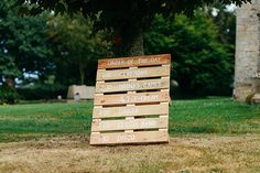 Rustic wedding sign made from a pallet – photography http://www.bohemianweddings.co.uk/