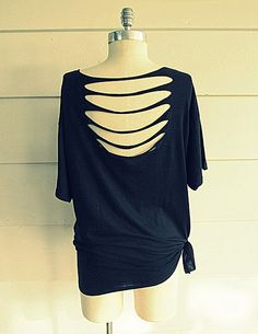 For t-shirts that are just a tad too big->Wobisobi: No Sew, Tee-Shirt DIY #4 Liera