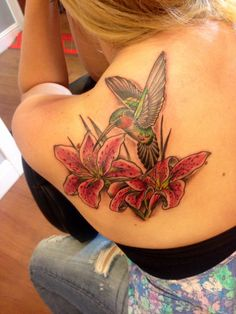 HummingBird Tattoos Video – Best Tattoos In The World, Best Tattoos For Me, Best Tattoos For Men, Best Tattoos Designs, Best Tattoos Ideas Hummingbird Flower Tattoos, Hummingbird Tattoo Watercolor, Lily Flower Tattoos, Hummingbird Painting, Flower Tattoo Meanings, Time Tattoos, Body Art Tattoos, Tattoos For Guys, Cool Tattoos