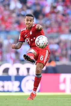 MUNICH, GERMANY - APRIL Thiago Alcantara of Bayern Munich plays the ball during the Bundesliga match between FC Bayern Muenchen and SV Werder Bremen at Allianz Arena on April 2019 in Munich, Germany. (Photo by Sebastian Widmann/Bongarts/Getty Images) As Roma, Munich Germany, April 20, Football Players, Running, Life, Ideas, Soccer, Soccer Pics