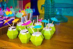 personalizados Coquinhos da praia Aloha Party, Luau Party, Beach Party, Diy Party, Party Ideas, Flamingo Party, Moana Bebe, Pool Party Kids, Moana Party