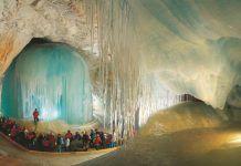 """""""Eisriesenwelt"""" o """"Il Mondo dei Giganti di Ghiaccio"""": la Grotta di Ghiaccio più Grande al Mondo"""