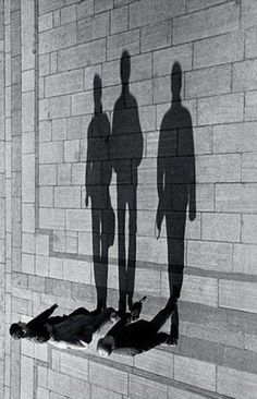 excellent awesome trick to the eyes. Seems like the people are sideways not the shadows.