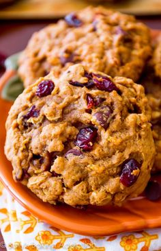 The BEST Pumpkin Oatmeal Cookies. Soft, without being cakey. These are a must…