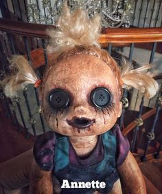 Halloween Snacks, Creepy Halloween Decorations, Halloween Doll, Halloween Projects, Diy Halloween Decorations, Scary Baby Dolls, Creepy Dolls, Creepy Doll Makeup, Ugly Dolls