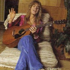 """Randy Rhoads (Santa Monica, 6 December 1956-19 March 1982), was an American guitarist of hard rock and heavy metal. He is best known for his work with the band quiet riot in the late 70 s, and then with Ozzy Osbourne at the beginning of the 80. In the year 2003, rolling stone magazine ranked it at the #36 position in its list of the 100 greatest guitarists of all time. The solos of items crazy train and Mr. Crowley are located at position 9 and 28 in the list of the """"100 greatest guitar…"""