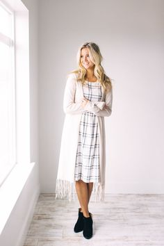 17 Ridiculously Cute Outfits Worth Copying This Spring! - Project Inspired - - 17 Ridiculously Cute Outfits Worth Copying This Spring! Modest Clothing, Modest Fashion, Fashion Outfits, Women's Clothing, Clothing Stores, Fashion Tips, Fashion Styles, Clothing Catalogs, Apostolic Fashion