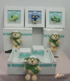 Kit higiene para bebê contendo: bandeja com 2 potes, lixeira, porta fraldas e trio de quadros do ursinho aviador. Fazemos nas cores, tema e quantidade de peças que o cliente desejar.