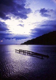 Isola d'Elba 1997,  Un pontile improbabile e la tempesta che si sta caricando.Il fascino del mare d'inverno.