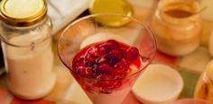 Cucina con Xeno: Coppetta di yogurt bianco con salsa alla fragola.