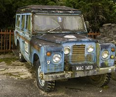 Land Rover 109 Serie II A SWB Safari top with highlights.  Nice.