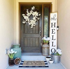 Front Porch Signs, Front Door Decor, Diy Front Porch Ideas, Front Porch Planters, Front Porch Decorations, Front Porch Flowers, Porch Wall Decor, Diy Porch, Fromt Porch Ideas