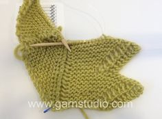 DROPS Knitting Tutorial: How to knit an edge and at the same time binding of st on the shawl.