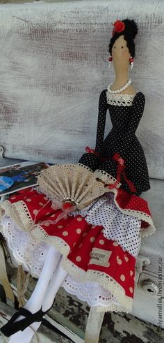 Inspires me to make a flamenco dancer softie doll Softies, Doll Toys, Baby Dolls, Raggedy Ann And Andy, Sewing Dolls, Doll Maker, Waldorf Dolls, Soft Dolls, Diy Doll