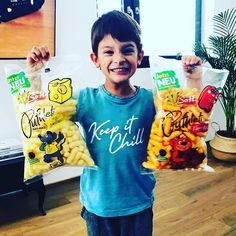 Vendo Snacks 🇦🇹 VENDO Pufuleti Käse 🧀 VENDO Pufuleti Paprika 🌶  Mit Sonnenblumenöl 🌻🌻🌻 Palmoilfree‼️ #vendosnacks #kids #spass #familie #knabbern #snacks #snacking #healthy #palmoilfree #movie #fernsehabend #wochenende #chill #entspannen Chill, Abs, Movie, Snacks, Healthy, Instagram, Women, Crunches, Appetizers