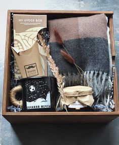 Don& present acolhedores My Hygge Box with care . Do not present acolhedores My Hygge Box with care … – …, Diy Christmas Gifts For Friends, Christmas Gift Baskets, Christmas Gift Box, Christmas Presents, Hygge Christmas, Homemade Birthday Gifts, Birthday Gift For Him, Birthday Box, Birthday Presents