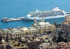 Cudowny widok. płynąc takim statkiem można zobaczyc jeszcze lepsze ;) Polecam spędzić święta i sylwestra na Antypodach. Płyniemy z Singapuru do Sydney tym o to statkiem Seven Seas Voyage ; ) Niesamowite wrażenia gwarantowane.   http://www.sonriso.pl/rejsy-wycieczkowe-oferta-egzotyczne_swieta_i_sylwester_na_antypodach_z_singapuru_do_sydne-823-galeria#oferta
