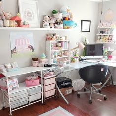 Girl Room Decor Ideas - How can a teenage girl decorate a small bedroom? Girl Room Decor Ideas - Where do I start to decorate my bedroom? Small Room Bedroom, My Room, Girl Room, Girls Bedroom, Bedrooms, Home Office Decor, Home Decor Bedroom, Study Room Decor, Home Room Design