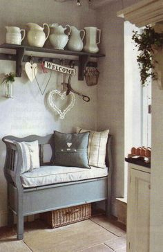 gorgeous little entry nook, maybe in the back of the house near the laundry/mud room and kitchen - Luxury Interior Design Shabby Chic Homes, Shabby Chic Decor, Shabby Chic Hallway, Vibeke Design, Sweet Home, Home And Deco, Country Decor, Country Living, Country Charm