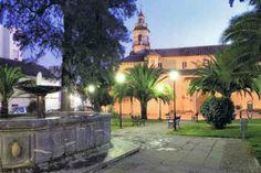 Plaza de la Magdalena con su iglesia, hoy cerrada como tal y convertida en sala de exposiciones. Mi casa estaba equidistante de estas 3 iglesias fernandinas: esta, San Andrés y San Pedro.