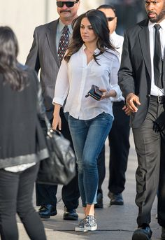 Mila Kunis en los �ngeles We are want to say if you like to share th … Casual Work Outfits, Mom Outfits, Summer Outfits, Cute Outfits, Fashion Outfits, Womens Fashion, Estilo Mila Kunis, Mila Kunis Style, Jeans And T Shirt Outfit