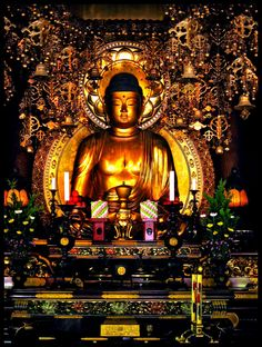 A golden Buddha statue in Chionin Temple, Kyoto, Japan Buddha Zen, Buddha Buddhism, Buddhist Art, Buddhist Temple, Japanese Culture, Japanese Art, Namaste, Golden Buddha Statue, Culture Art