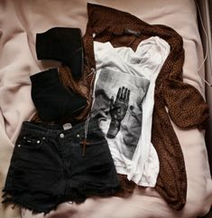 palm reading love this outfit. Black Denim Shorts, Black Jeans, Palm Reading, Le Happy, Love Fashion, Womens Fashion, My Style, Pants, Outfits