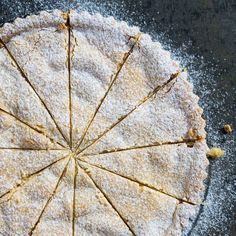 Deze Italiaanse taart met perziken en zachte amaretti staat vandaaghellip