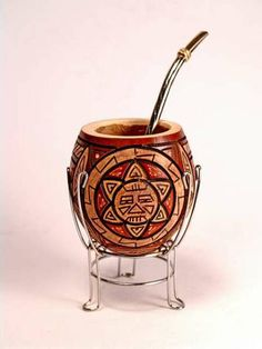 BEAUTIFUL gourd! Face your yerba mate like you greet the sun.