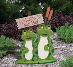 "Welcome Frogs Woodcraft Pattern  Welcome friends and family to your ""pad"" with this delightful frog couple porch display fixed upon their very own lily pad. #diy #woodcraftpatterns"