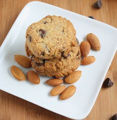 Ζαχαροπλαστική Πanos: Cookies αμυγδάλου με κομμάτια σοκολάτας γάλακτος