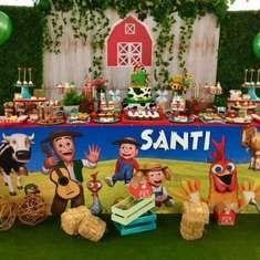 Violeta Glace 's Birthday / Farm - Santi's Farm birthday party at Catch My Party Farm Animal Birthday, Farm Birthday, 5 Balloons, Balloon Garland, 2nd Birthday Party Themes, Birthday Ideas, Toy Story Party, Farm Party, Baby Shower Parties