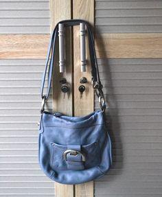 brand : B.MAKOWSKY BLUE 2nd, sms/wa untuk request pic details, overall bersih luar dalam, full leather. Minus kikis di ujung2 dan veeter di bagian handle dan pangkal longstrap 500k